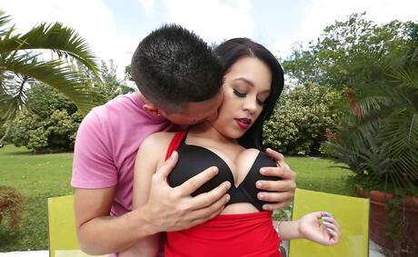 Big Latina Boobs Pictures