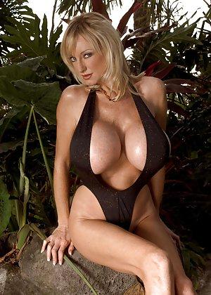 Big Boobs Bikini Pictures