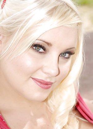 Blonde Big Boobs Pictures